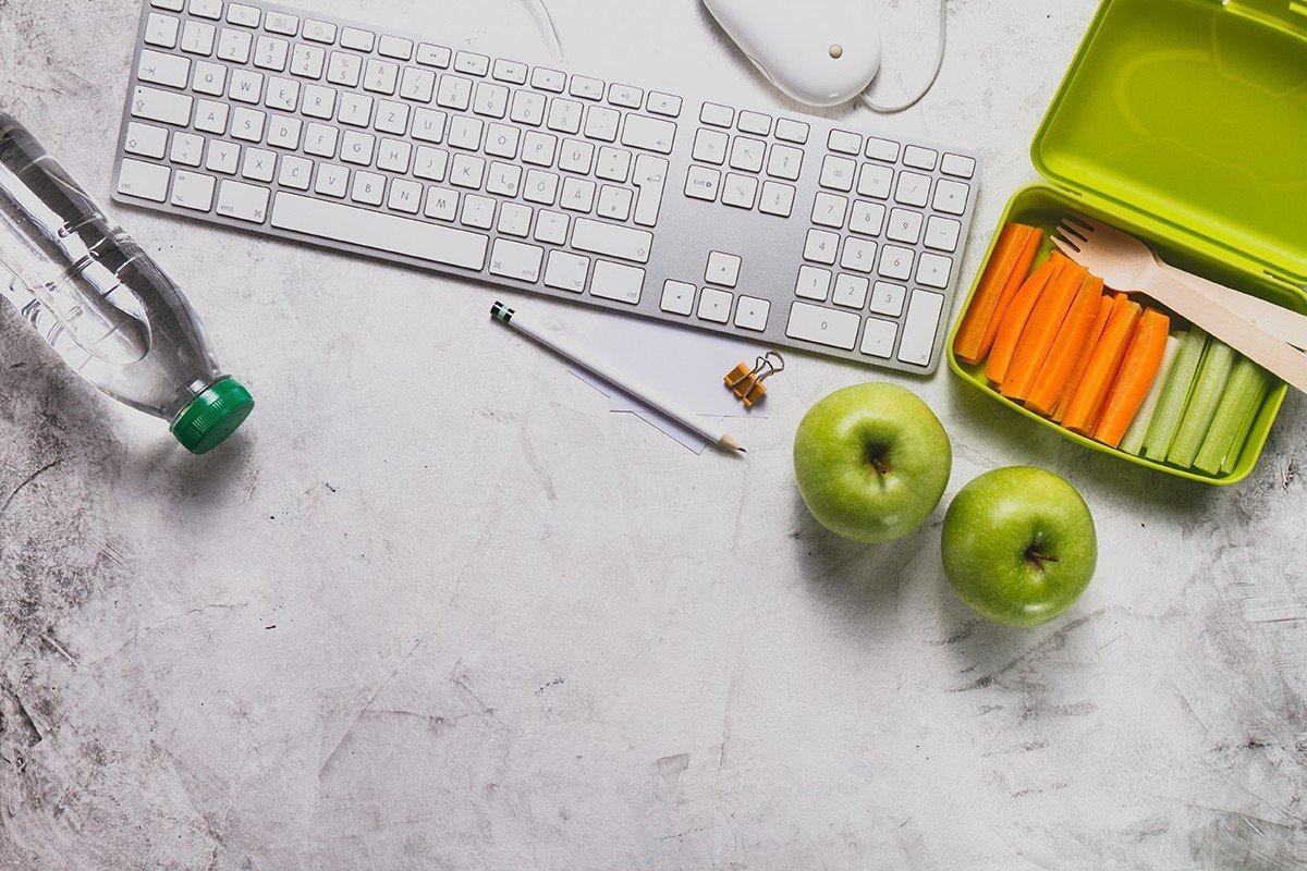 работно място, хапване на работното място, обяд, плодове, зеленчуци, обяд в офиса, плодове в офиса, здрави, силни, против настинка