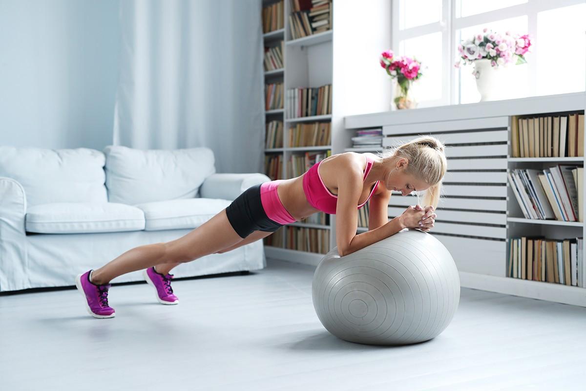 форма, упражнения с топка, фитнес вкъщи